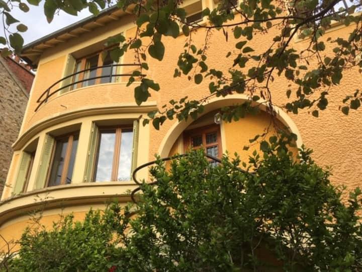 Maison chaleureuse avec jardin à Montreuil
