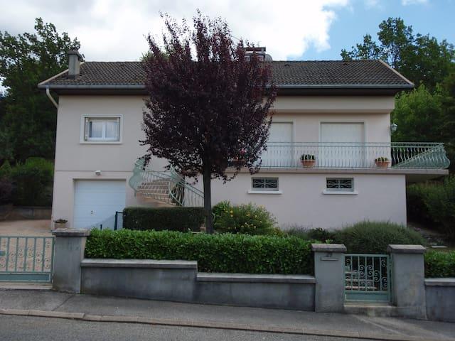 Chambre privée + salle de bains - Oyonnax