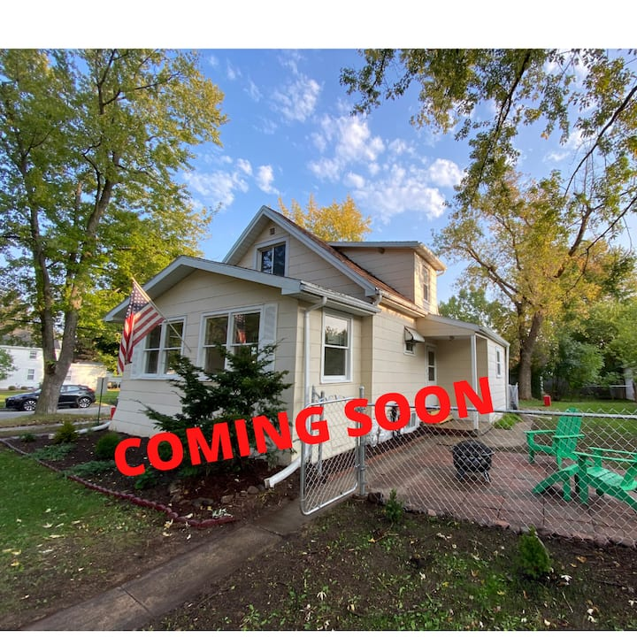 Open Concept 3bd House Just Blocks to Downtown ATW