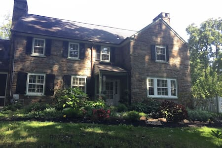 QUIET, COMFORTABLE FAMILY STYLE COLONIAL HOME