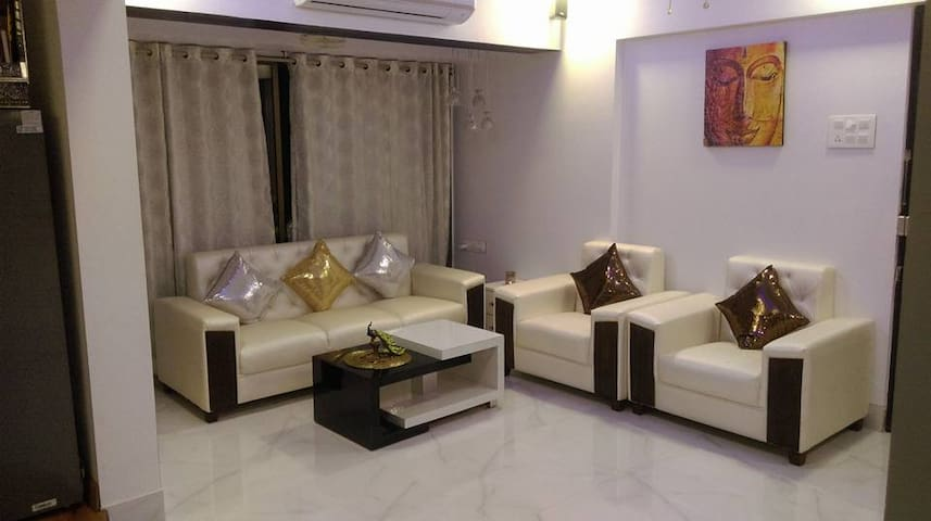 Sixth Sense Posh Apartment 1bhk in Lokhandwala