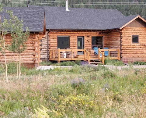 Hummingbird Hideaway Cabin - modern meets cozy
