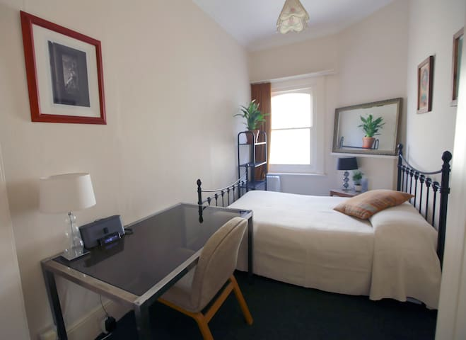 Double room near Hove seafront, child friendly