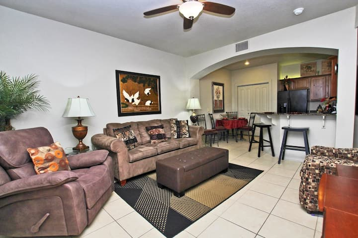 One Club 3702 - Beautiful Pet Friendly condo on the Golf Course!