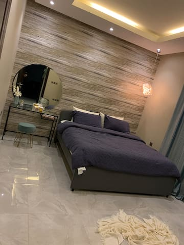 Main bed room with Queen bed