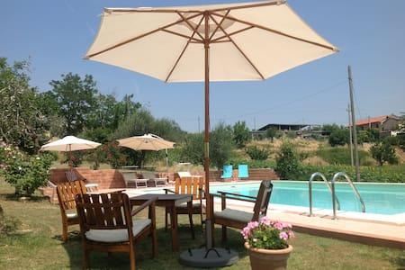 Casa Bertona Luxe vakantiewoning met zwembad - Villa Celiera