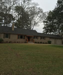 4 bedroom home .5 mile from Campus