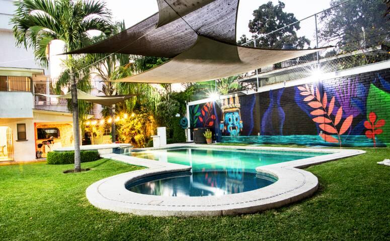 Casa con jacuzzi caldera incluida / jardín cool