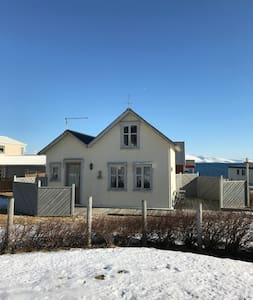 Small cottage by the sea in the Westfjords - Bolungarvik - 蒙古包