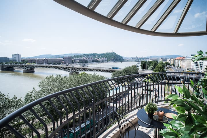 Two-storey riverside panorama apartment