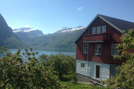 Apartment in the barn of our fruit farm in Linge - Valldal - Wohnung