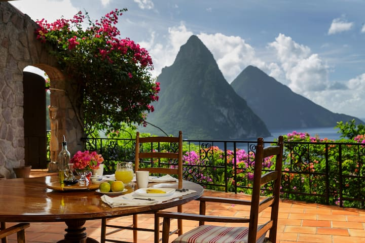 Tamarind House-Iconic views of the Piton Mountains