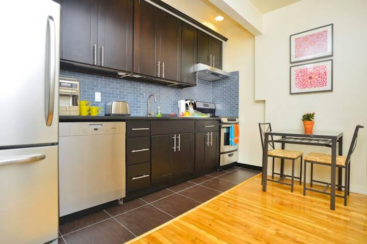 *OASIS* 2 BEDROOM, 2 BATH & Garden! Great UWS Area
