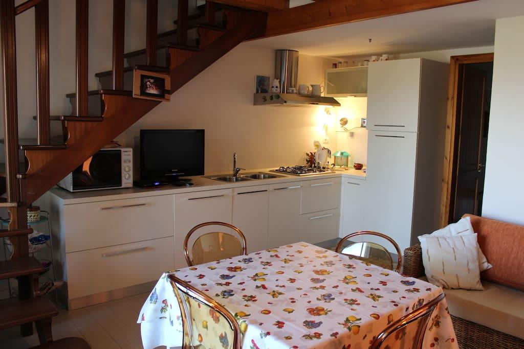 soggiorno con cucina- living room and kitchen