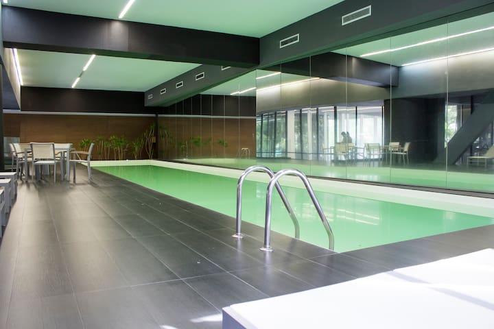 Loft! Pool & Gym, WiFi Front American Embassy