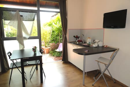 Sunny private room own bath/ garden - San Giovanni in Persiceto