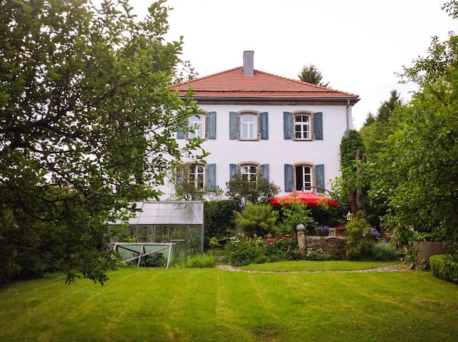 Große Wohnung im alten Forsthaus - Mähring - Byt