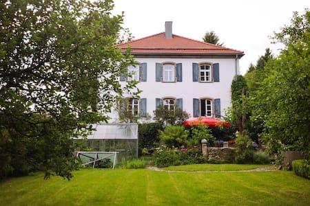 Große Wohnung im alten Forsthaus - Apartment