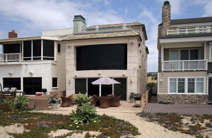 3 Bedroom 2 bath Beachfront Home - Huntington Beach