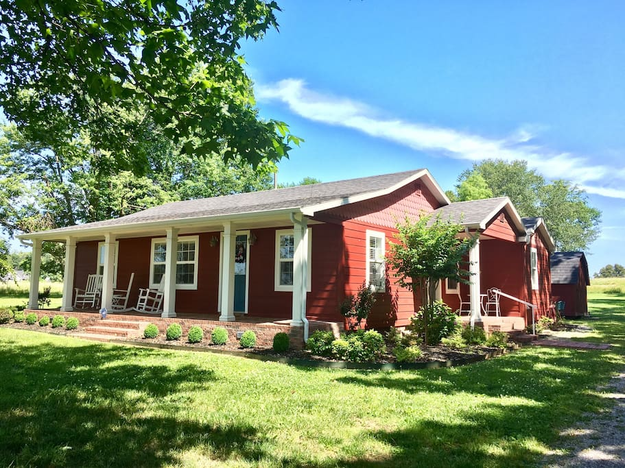 """The """"Little Red Cottage"""" in Cave Springs - Houses for Rent"""