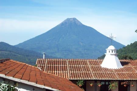 A little house by Antigua Guatemala - San Mateo Milpas Altas - Bed & Breakfast