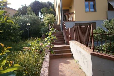 Appartamento con giardino  alle porte del Chianti - Cavriglia
