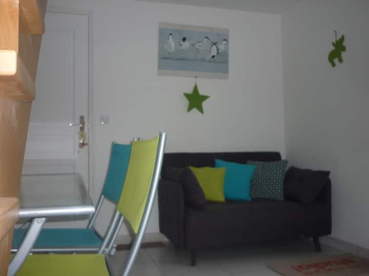Studio duplex neuf avec terrasse et jardin