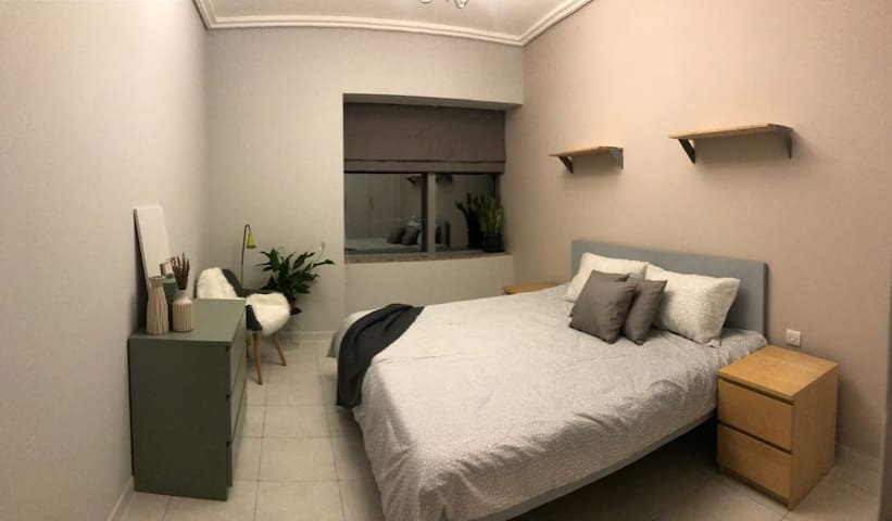 NEAT, SPACIOUS AND COZY BEDROOM IN DOWNTOWN DUBAI