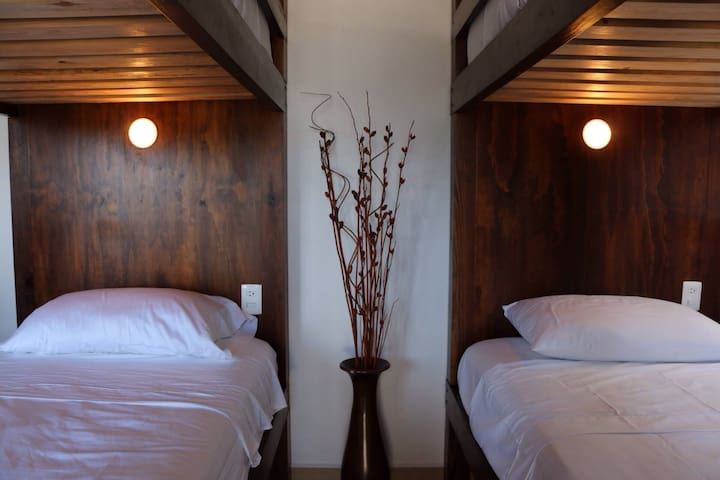 Lush Hostel: 12 Bed Mixed Dorm