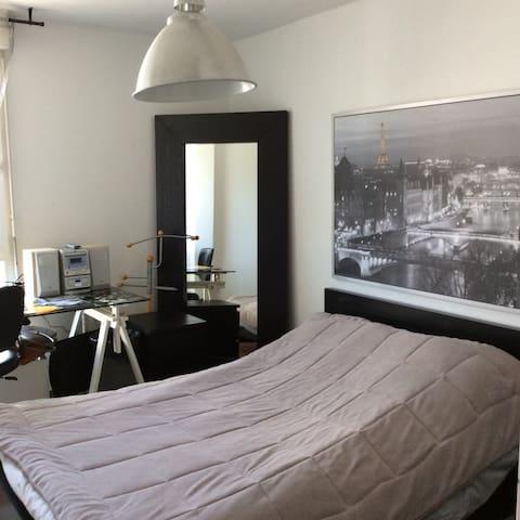 Chambre meublée chez l'habitant - CHARTRES DE BRETAGNE  - Byt