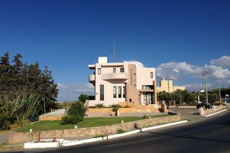Studios in Platanias, Chania, Crete - Πλατανιάς