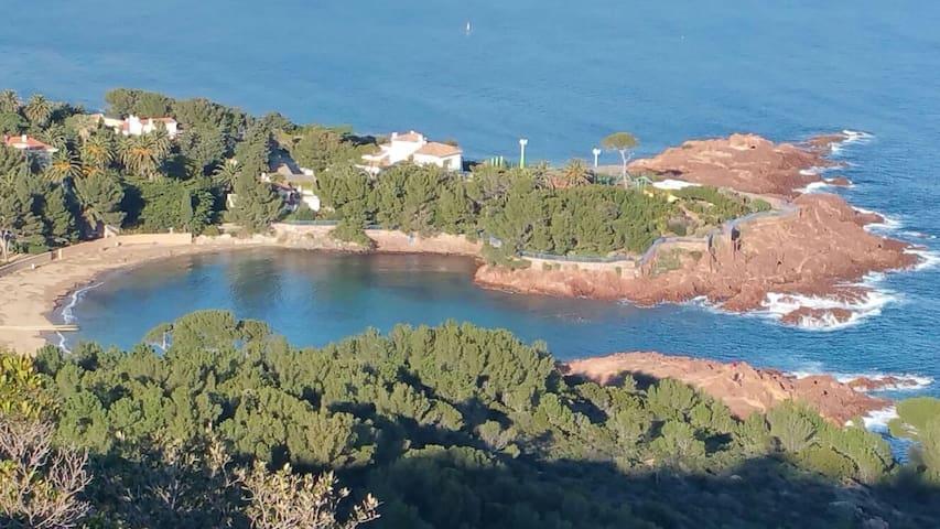 Cadre idyllique et pieds dans l'eau - Saint-Raphaël