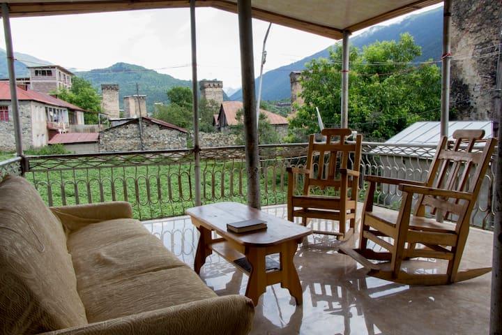 "Guesthouse ""Ori Beli"" - Mestia - Huis"