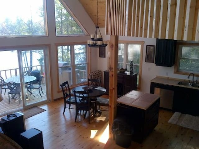 My Muskoka Lakehouse - Port Carling - Houten huisje