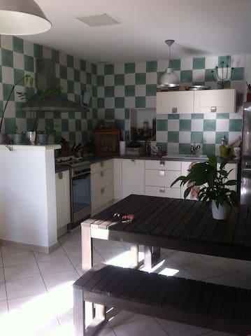 Appt coquet RDC dans bâtisse 1800  - Pontacq - Apartment