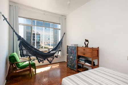 Charming flat in the last floor of a highly secure building. In front of  the beach, you can sleep with the waves if you are not adept of conditioned air! Metro, bus and taxi stations, supermarkets, pharmacies, bars and restaurants all around.