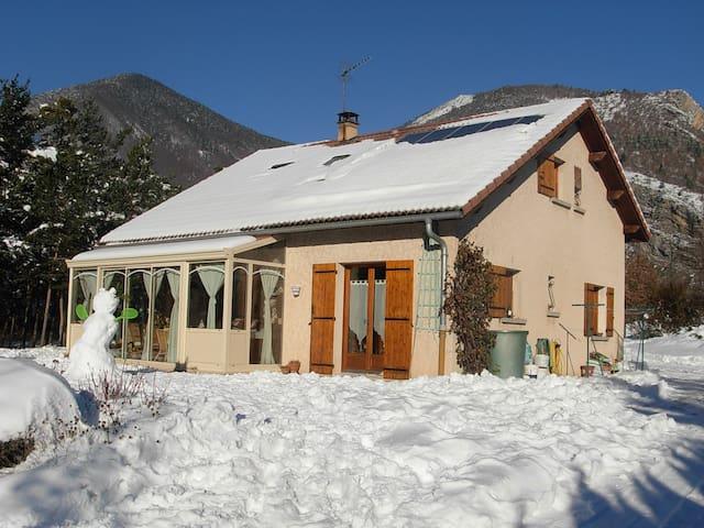 SEJOUR PROCHE DES STATIONS DE SKI - La Roche-des-Arnauds - Bed & Breakfast