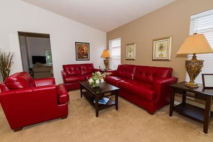 Beautiful 4Br villa with games room