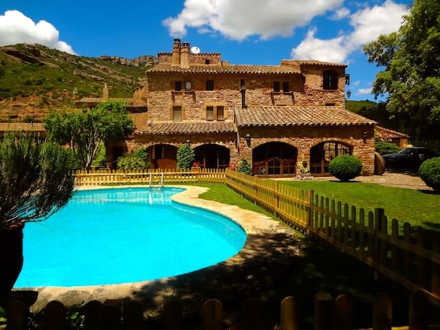 Masia Sant Llorenç for 16 guests - Sant Llorenç Savall - Huis