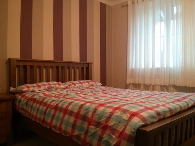 Lovely double room in Guildford - Guildford