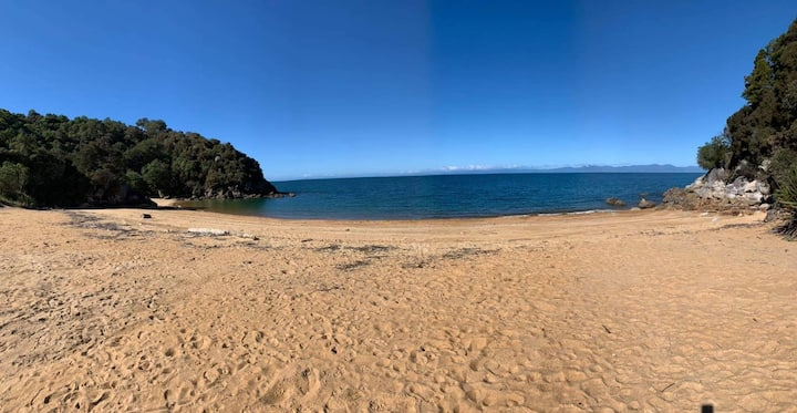 Beautiful golden beach, Honeymoon Bay, Kaiteriteri