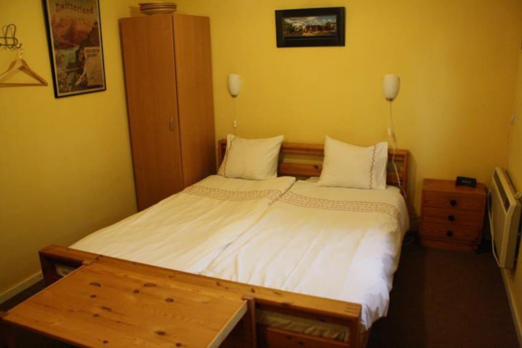 Kamer station eys miljoenenlijn bed breakfasts for rent in eys limburg netherlands - Bed kamer ...
