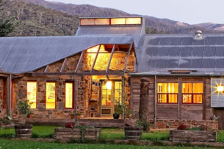 The House at Smoko, luxury accommodation in Bright