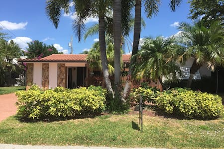 Newly built  Efficiency close to the beach! - Lauderdale-by-the-Sea