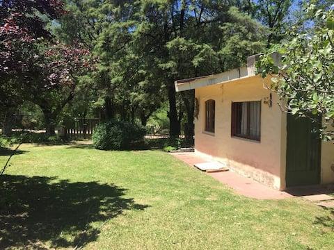 Casa Towanda, frente al rio Cosquin