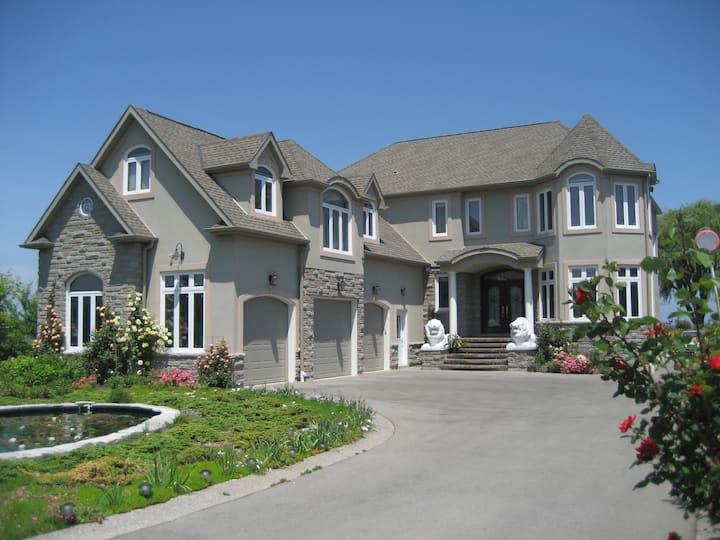 Million dollar house On The Lake - Near everything