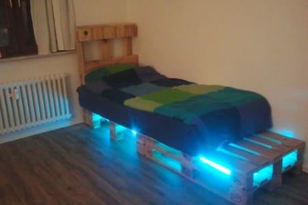 Gemütliches Zimmer in einer kleinen Wohlfühloase - Duisburg - Wohnung