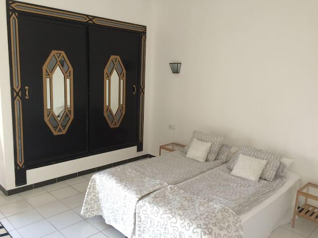 Habitación negra, 160 cm cama de matrimonio