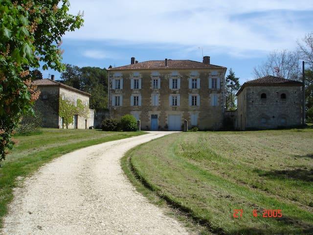 meublé de tourisme au château de LASSERRE - Gers - Apartamento