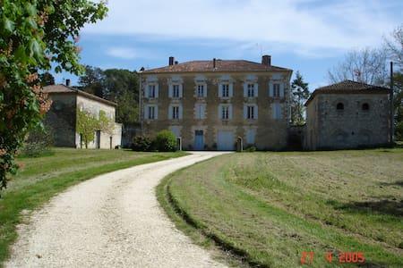 meublé de tourisme au château de LASSERRE - Gers - Lakás